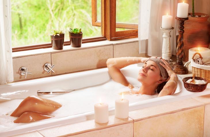 お風呂でデトックス(写真:iStock)