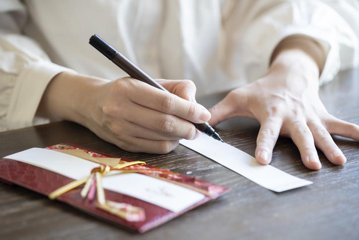 短冊書くのって緊張しちゃうよね(写真:iStock)