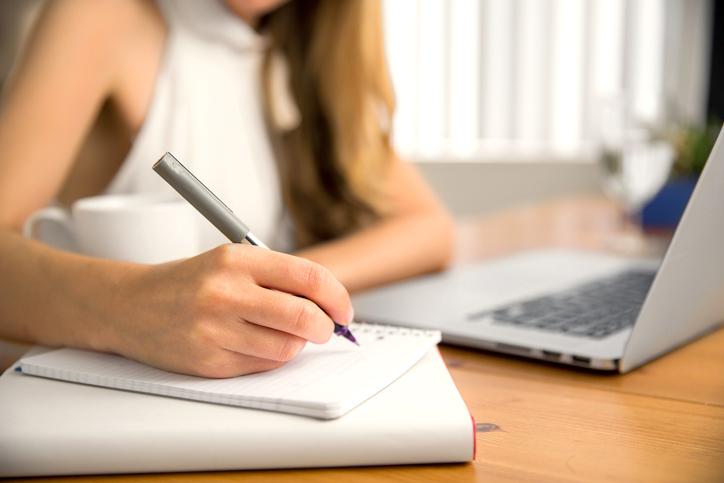 どんな自分になりたいかを書き出してみる(写真:iStock)