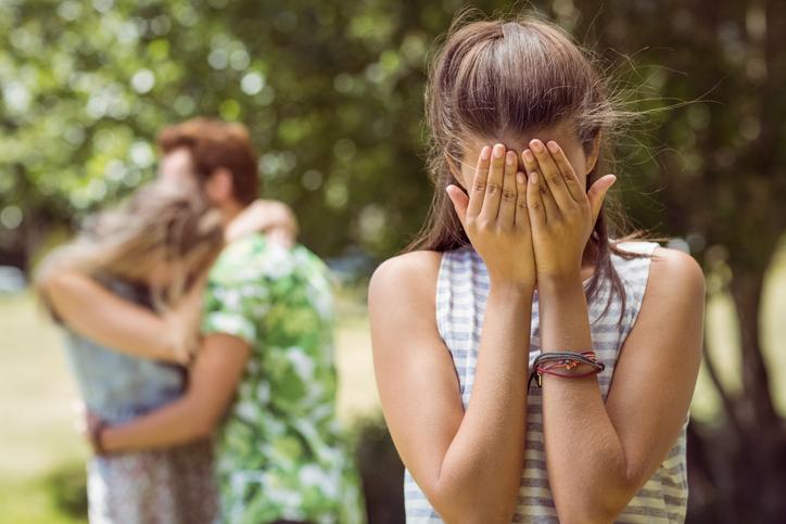 過去に裏切られた経験も恋愛できない理由に(写真:iStock)