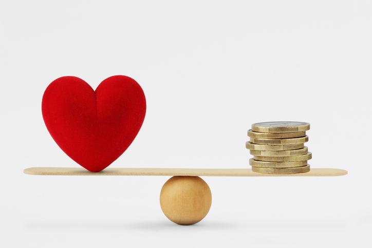 愛かお金か…(写真:iStock)