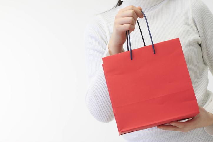 紙袋はシンプルなものを(写真:iStock)
