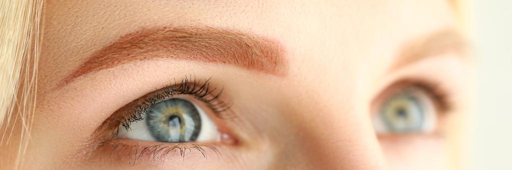 眉は明るい色に(写真:iStock)