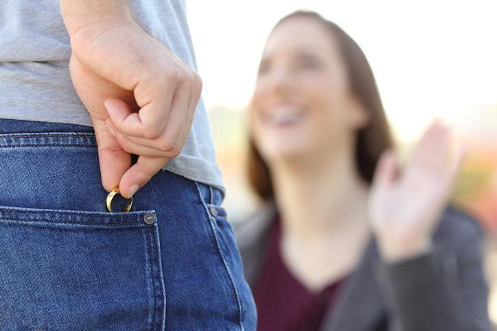 悪い既婚オジサマには気をつけて!(写真:iStock)