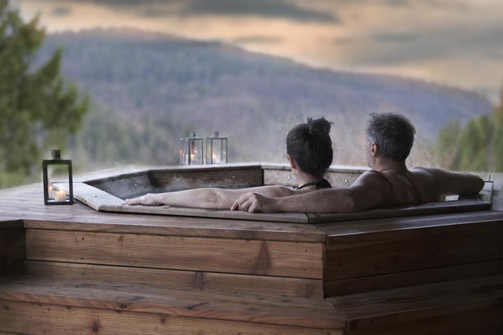 露天風呂っていいよね(写真:iStock)