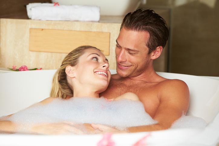 お風呂でイチャイチャからの…(写真:iStock)