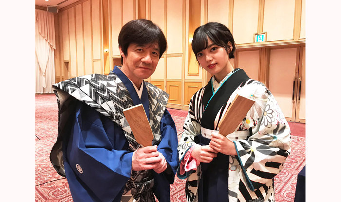内村さんの憧れの人として体育ジャージから和装まで着こなした平手さん/映画「ザ・ファブル 殺さない殺し屋」公式Twitter(2020年1月3日付)より
