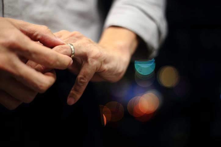 既婚を隠していた男の身勝手な言い分(写真:iStock)