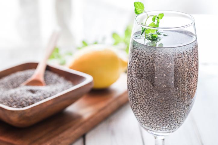 「チアシード」は冷たい飲み物と一緒に(写真:iStock)