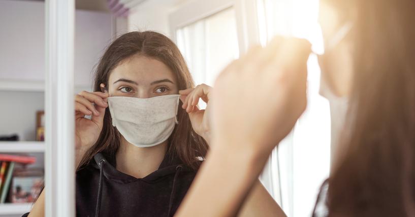 マスクの下で肌が悲鳴を上げている…(写真:iStock)