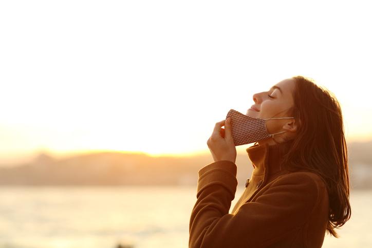 マスクを外せる日が早く来ますように(写真:iStock)