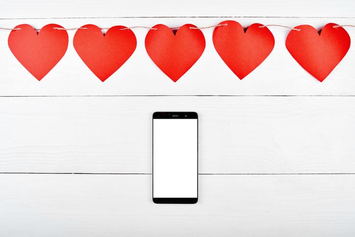 こんな時期だからこそ、LINEで恋を育もう♡(写真:iStock)