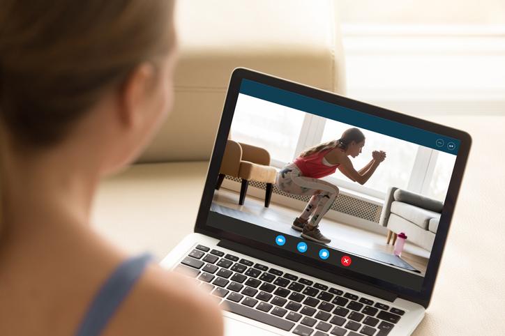 動画で正しいスクワットの仕方をマスター(写真:iStock)