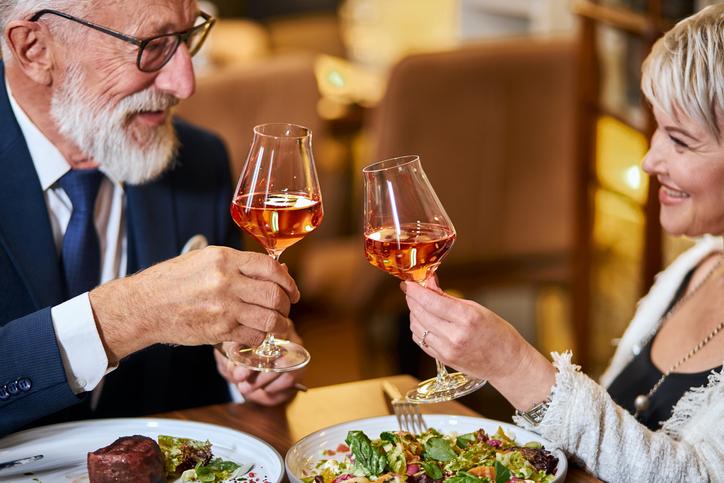 """年上男性とのデートで""""求めれられる経験""""を(写真:iStock)"""