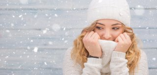 冬なのにメイク崩れが起こるのはなぜ?予防&お直し方法8選