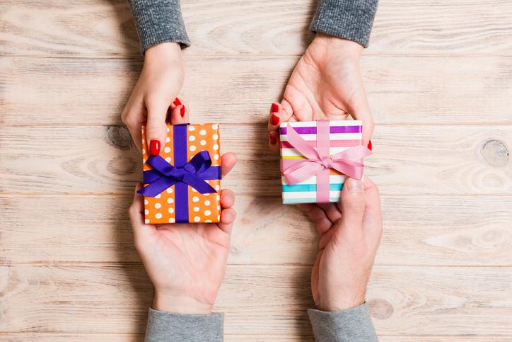 プレゼント交換はいかが?(写真:iStock)