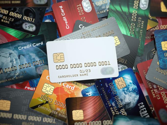 クレジットカードの作りすぎはNG(写真:iStock)
