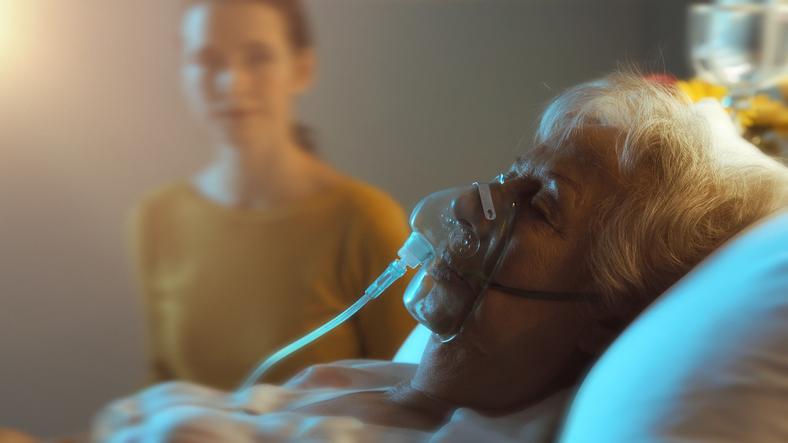 人工呼吸器が肺炎を誘発することも(写真:iStock)