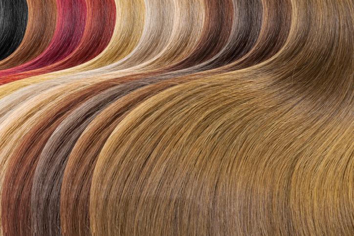 どうせなら男性ウケする色にしようかな(写真:iStock)