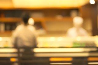 """寿司好き""""ぼっち女性""""に朗報!高級寿司が無料で食べられる?"""