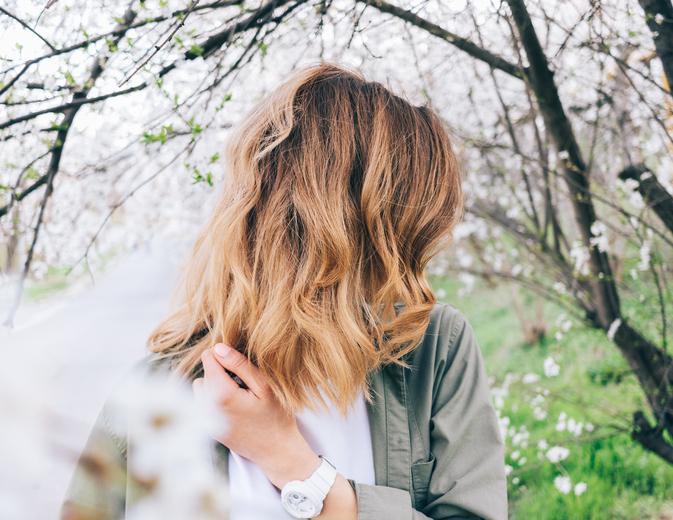 髪型も春らしく(写真:iStock)