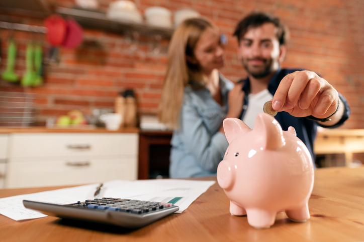 節約するなら夫婦で楽しく(写真:iStock)