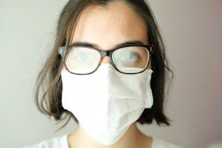 マスクでメガネが曇る…!原因&手軽で効果的な曇り対策8選