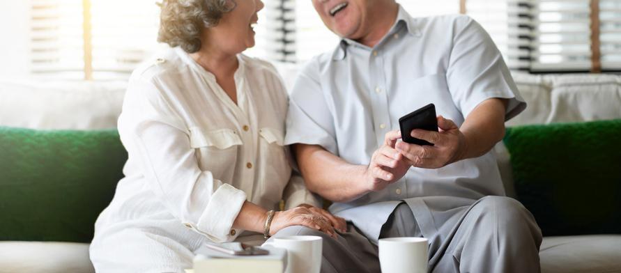 老後をだれかと過ごせる幸せ(写真:iStock)
