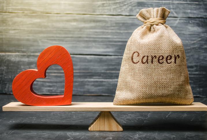 仕事も恋も大事にできる人が理想だけどね(写真:iStock)