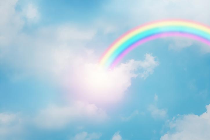 「天」と「虹」(写真:iStock)
