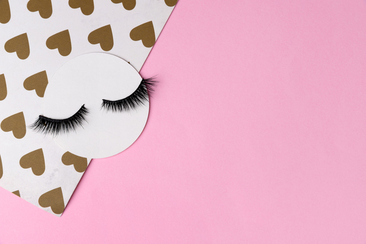 つけまつ毛で目力をゲット(写真:iStock)