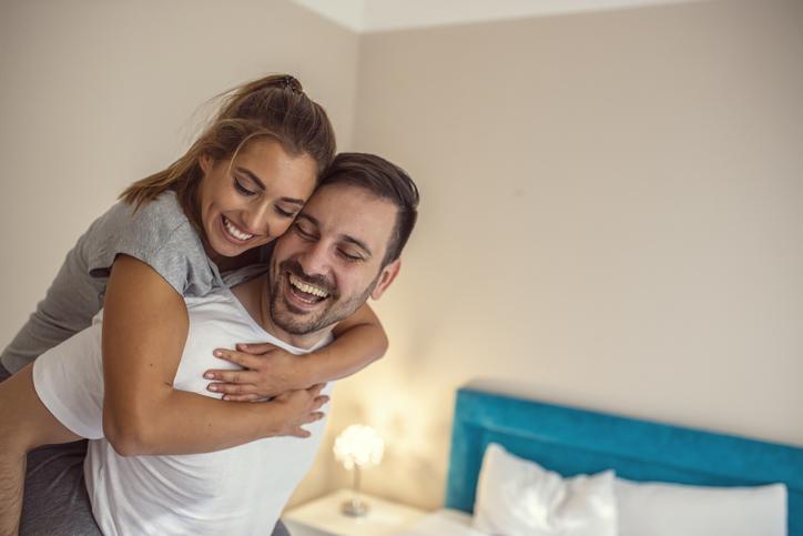 妻の笑顔が夫を癒す(写真:iStock)