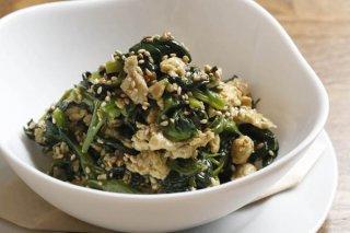 「ほうれん草と卵のナムル」計量スプーンで手軽にタレ作り!