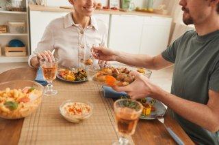 彼の食事姿に幻滅…「育ちが違う」発言に込めた彼女の真意