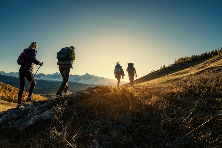 登山はデートじゃない(写真:iStock)