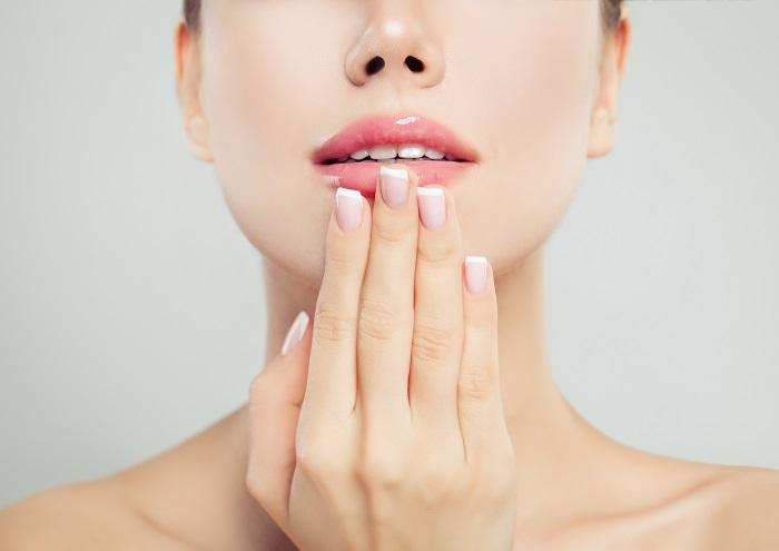 毎日のお手入れでプルプルの唇を(写真:iStock)