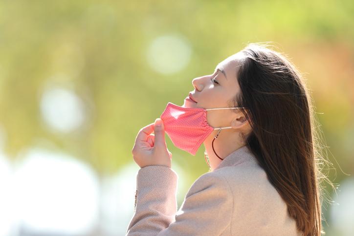 マスクが外せる日まで頑張ろう(写真:iStock)