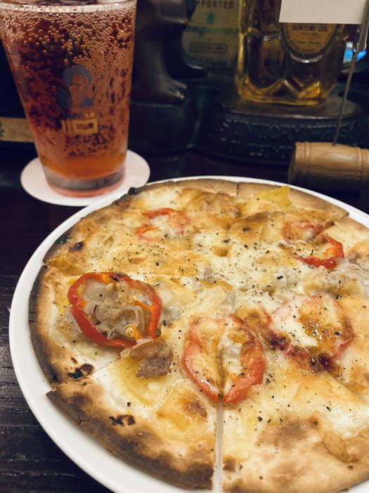 写真後は「ビタール」。ビールを彷彿とさせる苦みがあり、ピザとの相性もグー(C)コクハク