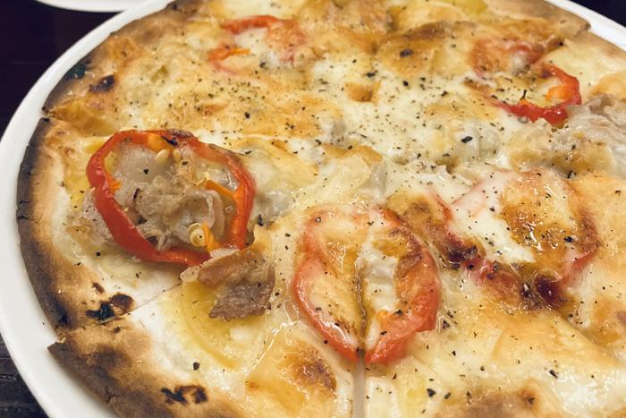 食感も楽しい壺漬けのピザ♡(C)コクハク