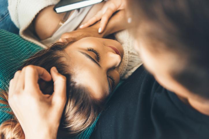 頭を撫でるのはなぜ?(写真:iStock)