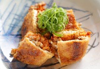 「栃尾油揚げの納豆・キムチ挟み焼」空腹も満たせるおつまみ