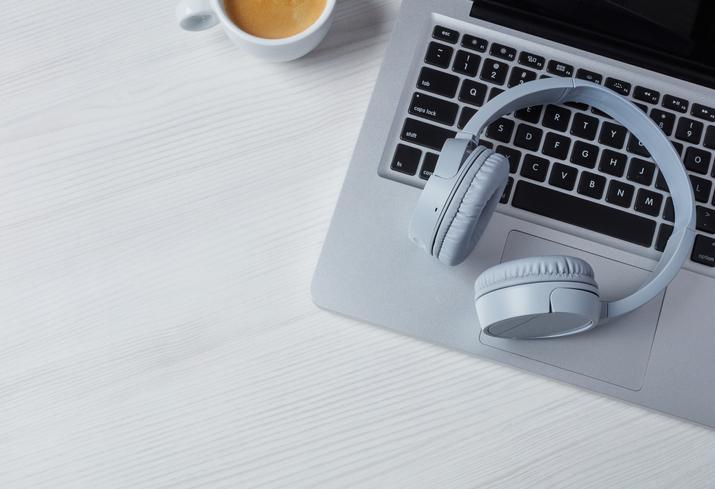 好きな音楽で気分転換(写真:iStock)