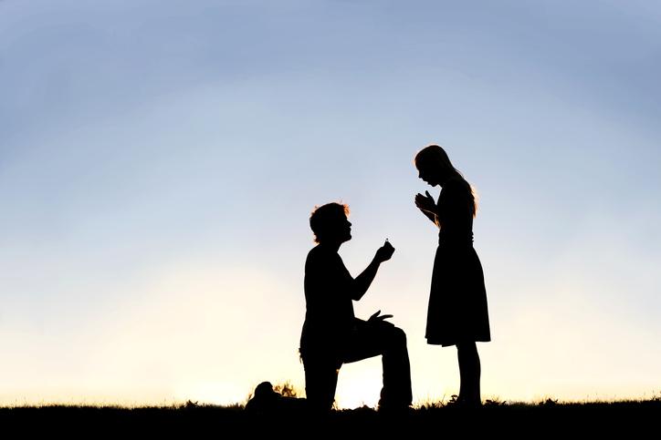 結婚を急いでいる人をまず選ぶ(写真:iStock)