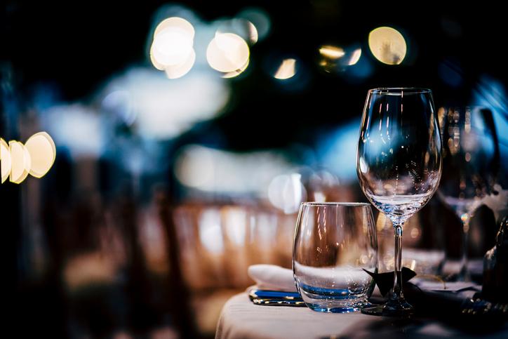 イタリアンレストランを貸し切って…(写真:iStock)