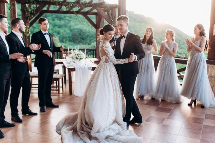 周囲が結婚していくのを見て…(写真:iStock)