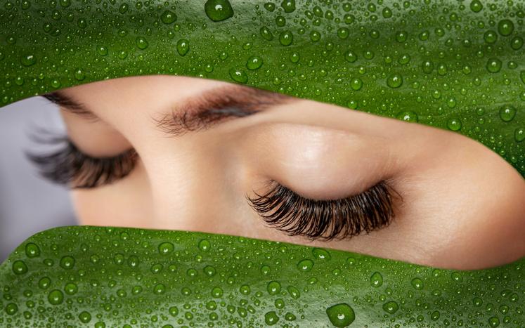 マグネットつけまつ毛で印象的な目元をゲット!(写真:iStock)