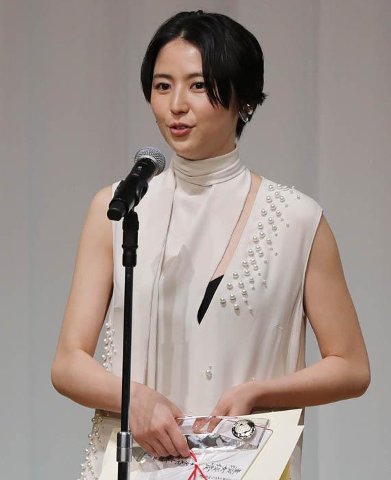 華やかな前作から今作でも弁護士となり出演している長澤/(C)日刊ゲンダイ