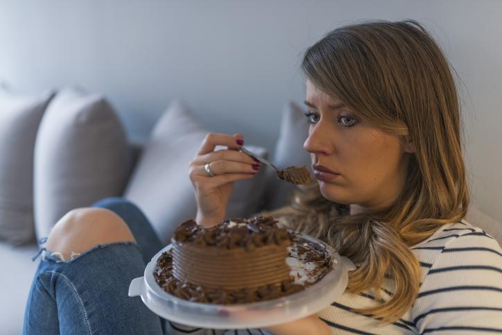 結婚しているのに一人で誕生日ケーキって…(写真:iStock)