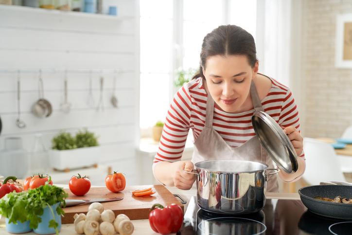 男性が喜ぶ彼女の手料理って?(写真:iStock)