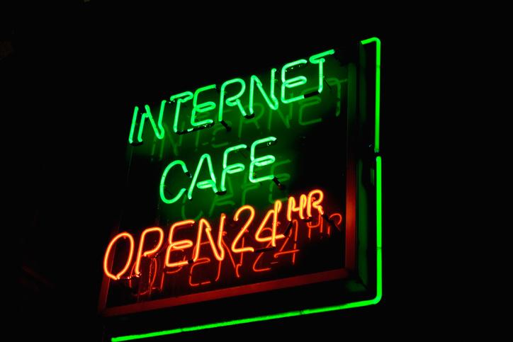 ネットカフェは便利だけど…(写真:iStock)